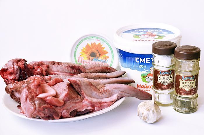 необходимые ингредиенты для запекания свиного языка в духовке: