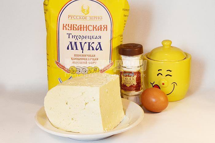необходимые ингредиенты для вареников с сыром: