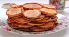 Как приготовить оладушки на простокваше с клубничным вареньем