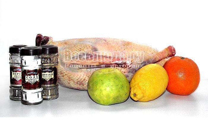готовим ингредиенты для запекания гуся
