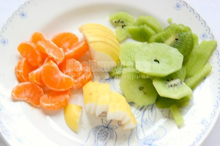 нарезаю фрукты