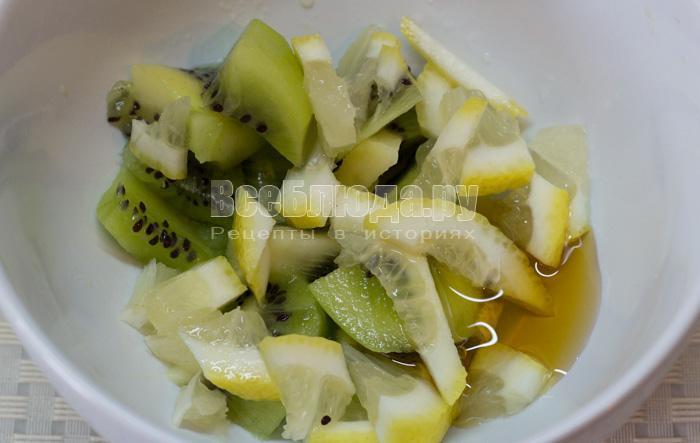 порезать киви и лимон