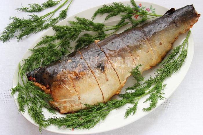 перекладываю рыбу на блюдо