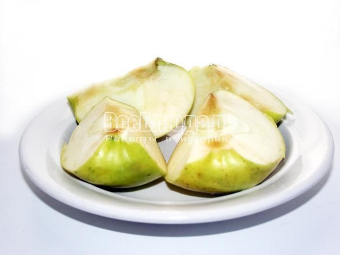 порезать яблоки на 4 части