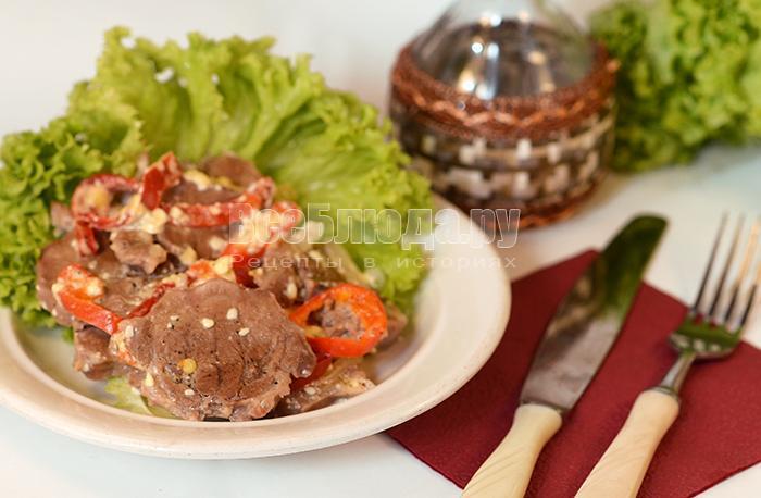как приготовить свиной язык с луком и болгарским перцем в сметане