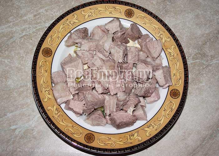 высыпите мясо