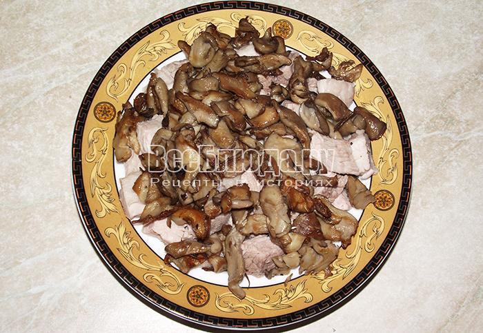 высыпите грибы