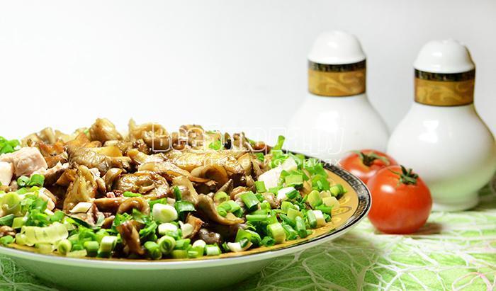 Горячий салат с грибами (вешенками) и мясом