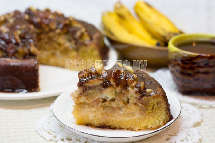 готовый банановый торт в шоколадной глазурью