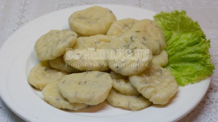 Картофельные клецки в сырно-кокосовом соусе
