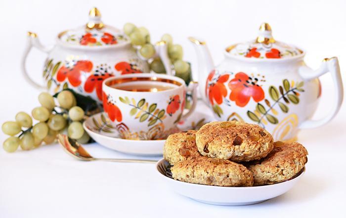 Печенье из овсяных хлопьев с изюмом на фруктозе