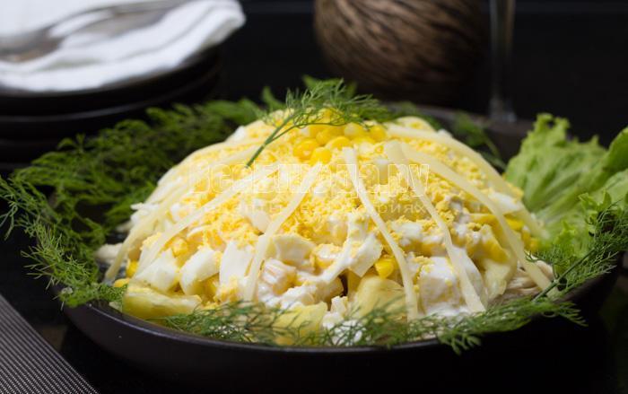 готовый салат с кукурузой и ананасом