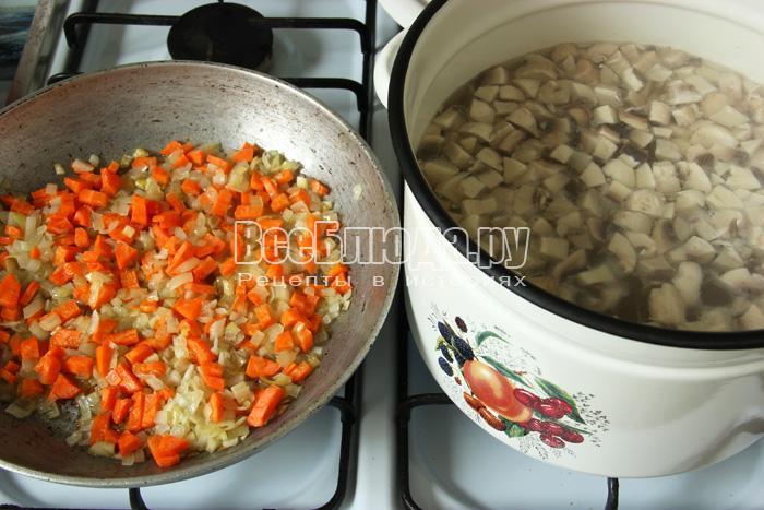 добавляю в суп зажарку