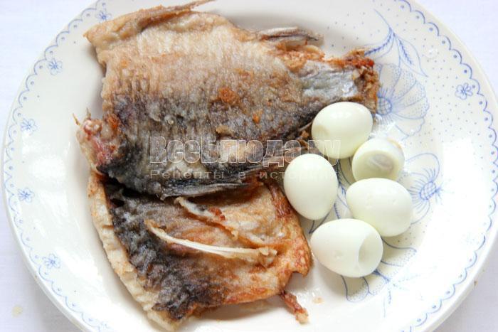 Жемчужная закуска из жареной рыбы с картошкой в тарталетках