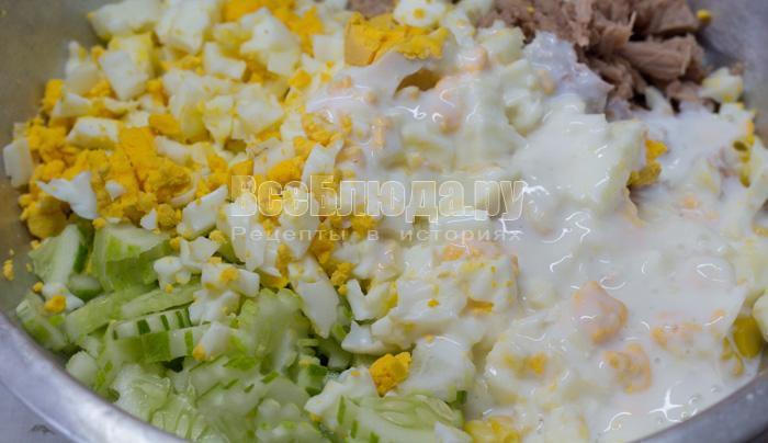 йогуртовый соус и яйца