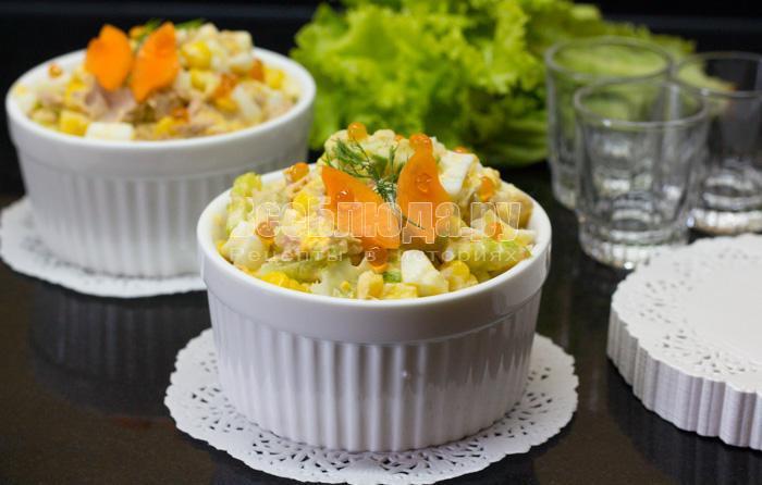 рецепт салата - тунец, яйца, огурцы, кукуруза