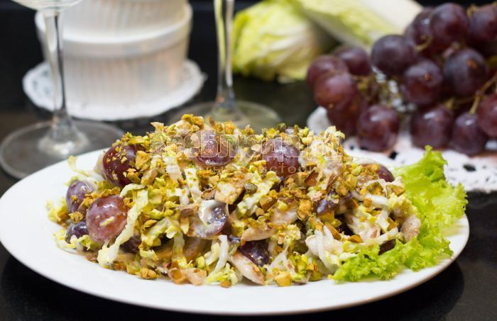 рецепт салата с курицей и виноградом