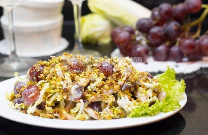 как приготовить салат с курицей, виноградом, фисташками