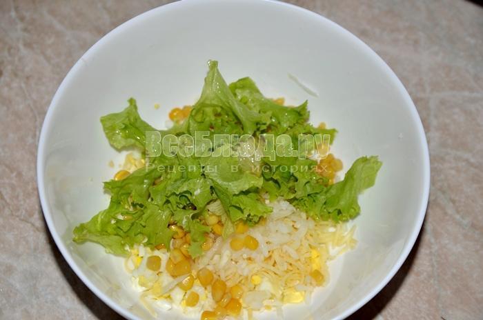 добавьте листья салата
