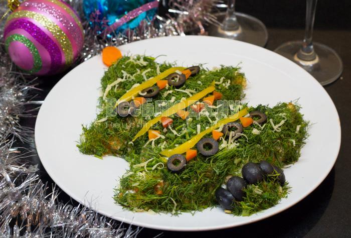 новогодняя елка, салат из укропа