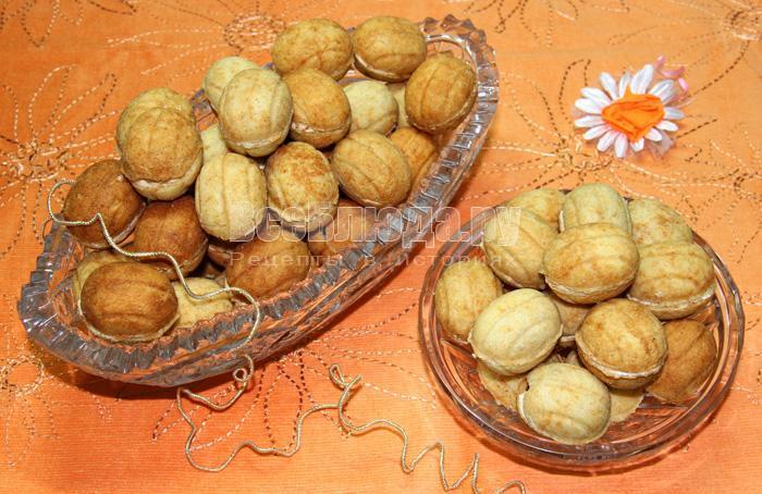 готовое домашнее печенье орешки