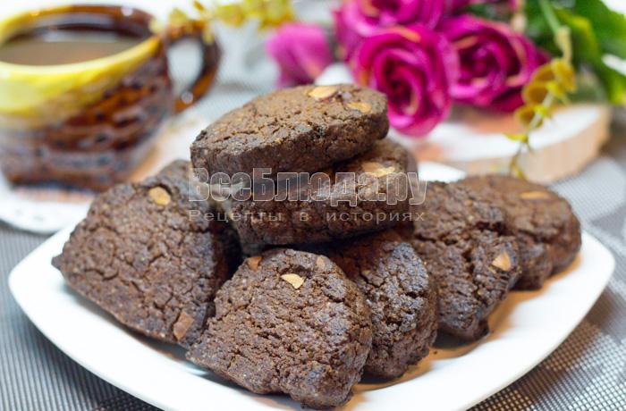 пряное печенье с какао и орешками