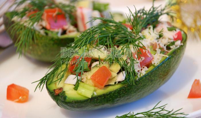 рецепт салата с авокадо и крабовыими палочками, сыром, помидорами