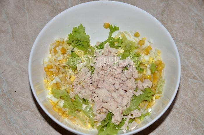высыпите ингредиенты в одну тарелку