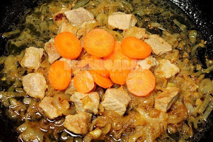 Добавили к мясу морковь