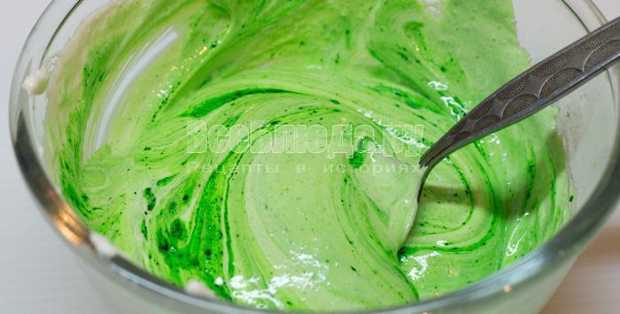покрасила зеленым