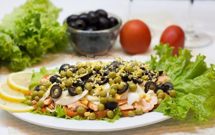 рецепт салата с вареной семгой