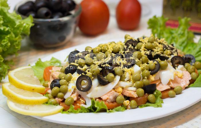 как приготовить салат с семгой, горошком, яйцами