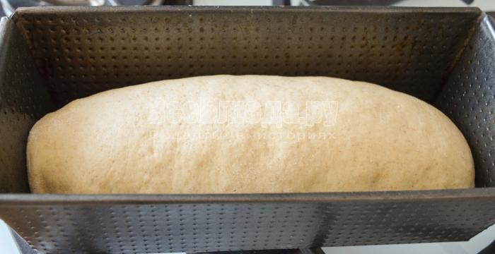 уложить тесто в форму