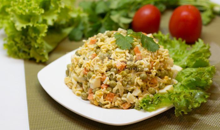 готовый салат с лапшой быстрого приготовления