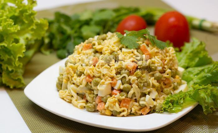 рецепт салата с лапшой быстрого приготовления