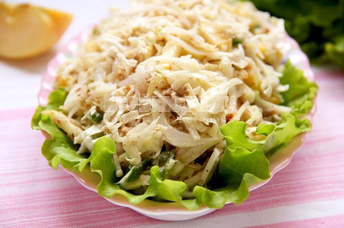 Как приготовить салат с капустой, яблоком, орешками