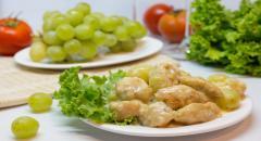 Куриное филе с виноградом