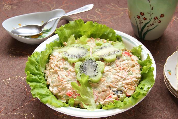 салат с киви готов