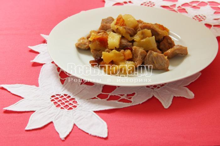 блюдо сладкой тушеной свинины