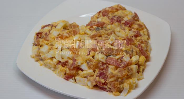 выложить сердце на тарелке