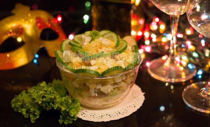 как приготовить салат с семгой, огурцами, яйцами и картошкой