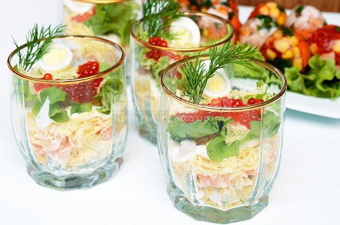 рецепт салата в стаканах с креветками