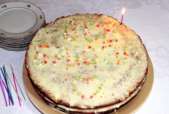 готовый торт с тремя коржами