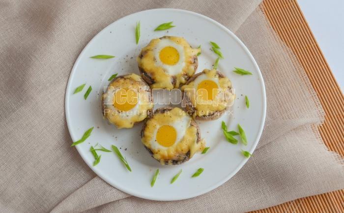 как приготовить перепелиные яйца в шампиньонах