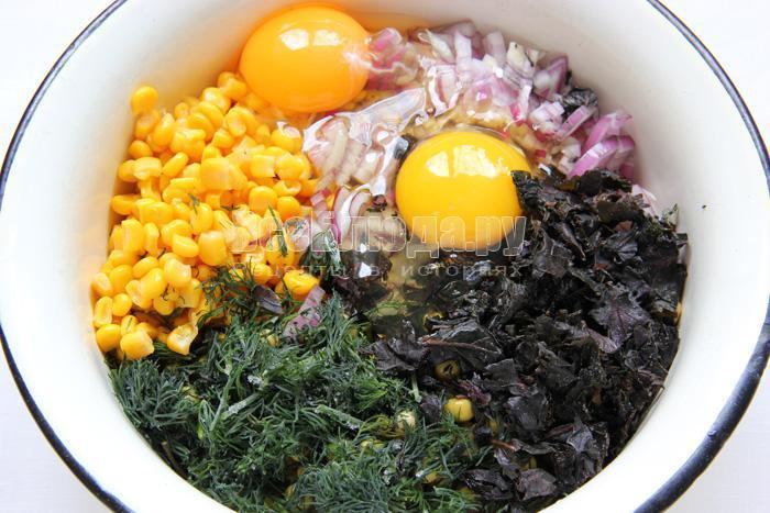 добавляю зелень, яйца