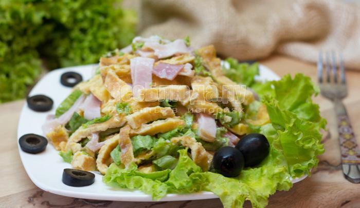 как приготовить салат с яичными блинами
