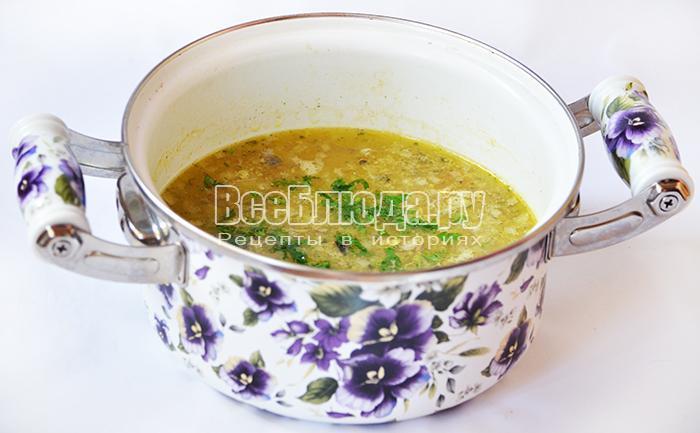посыпьте суп зеленью