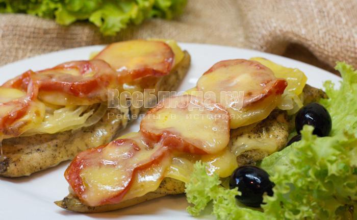 запеченное куриное филе с картошкой и помидорами