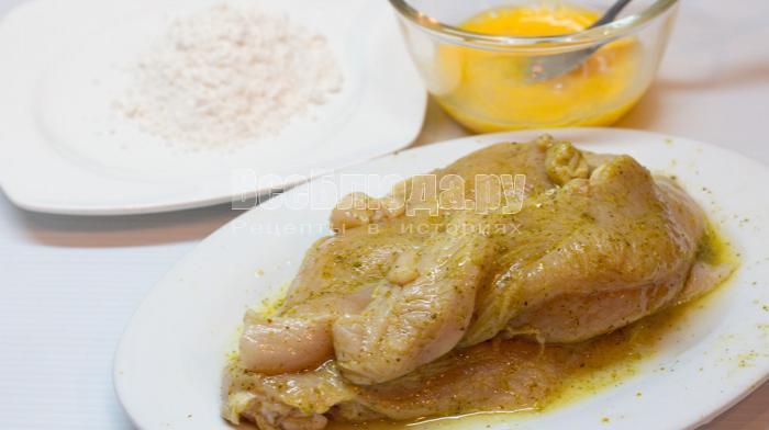 посолить куриное филе