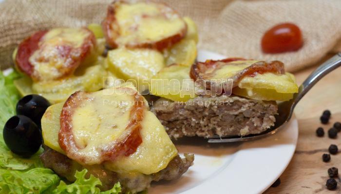 фарш, картошка, помидоры под сырной корочкой